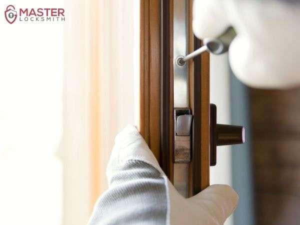 24 Hour Locksmith Services-Master Locksmith (314) 400-7054
